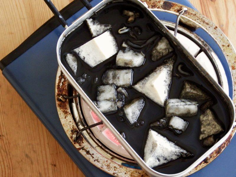 豆腐たっぷりイカ墨汁