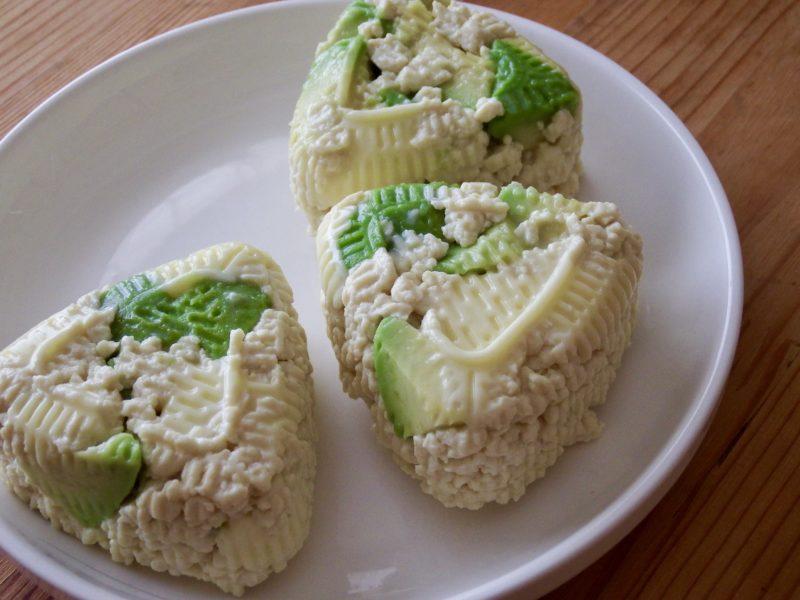 アボカドチーズの豆腐おにぎり