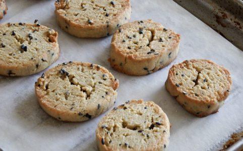 豆腐と大豆粉の黒ごまクッキー